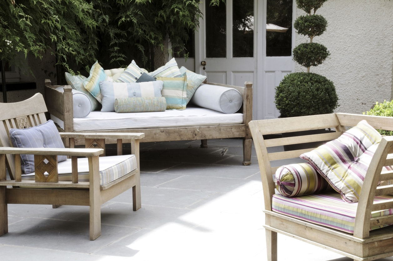 Picking The Perfect Outdoor Fabric Learn How To Select The Perfect Outdoor Fabric For Your Project Whether You Are Making Pillows Cushions Poolside Chairs Or Creating Commercial Upholstery Fabric Com Blog